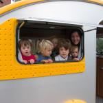 Čo počúvať s deťmi na dlhých cestách?