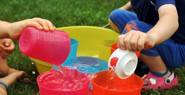 klokankovia sa hraju vo vode