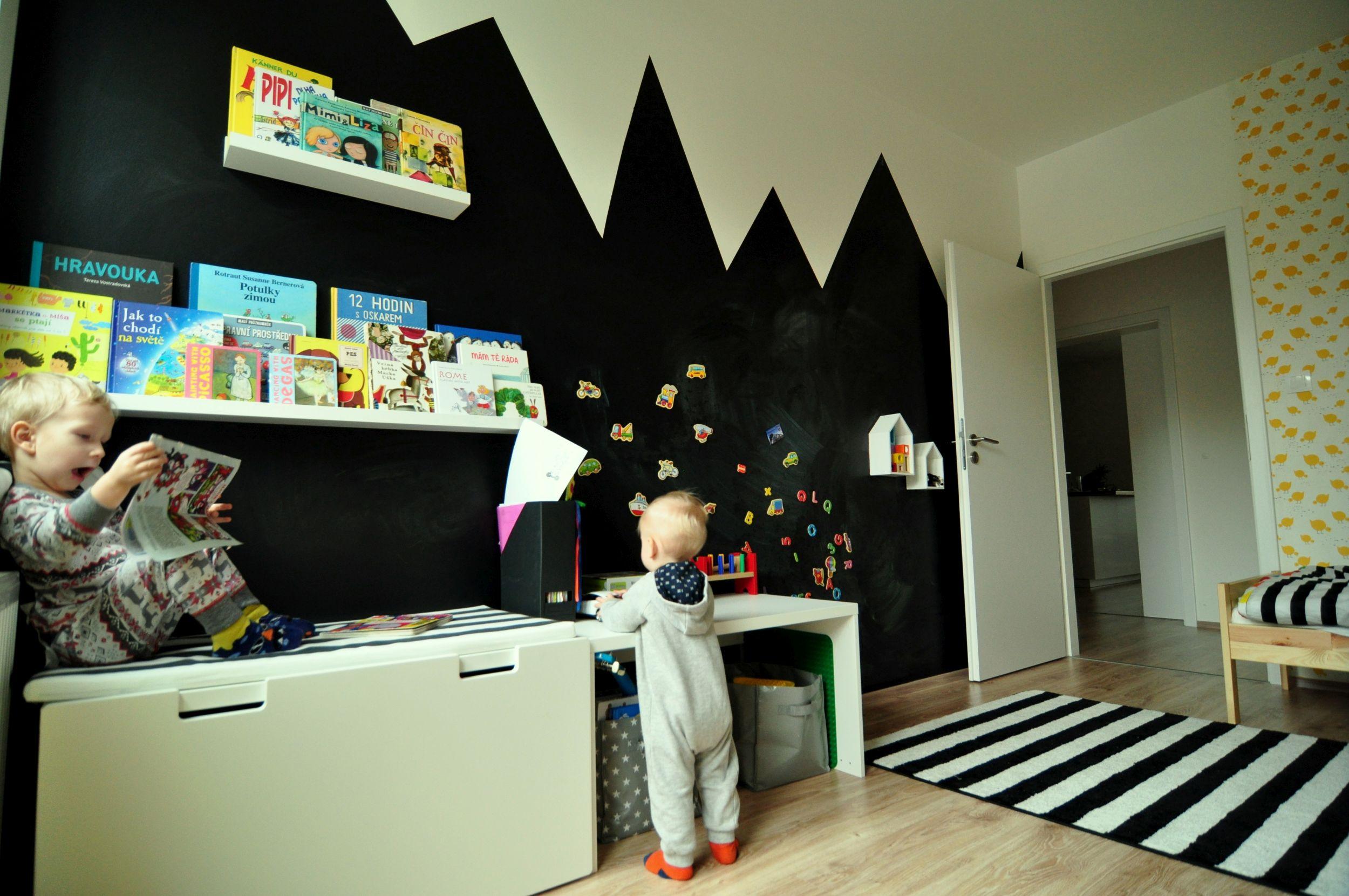 Čítajúci rodičia píšu: Nina a tabuľová stena v detskej